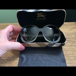Burberry Accessories - 💗 Like New!! Oversized Burberry Sunglasses 🕶